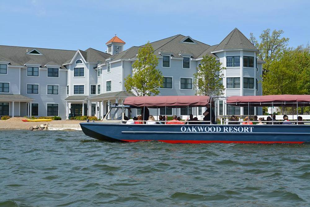 wp-contentuploads201912Oakwood-Resort-Tour-Boat.jpg