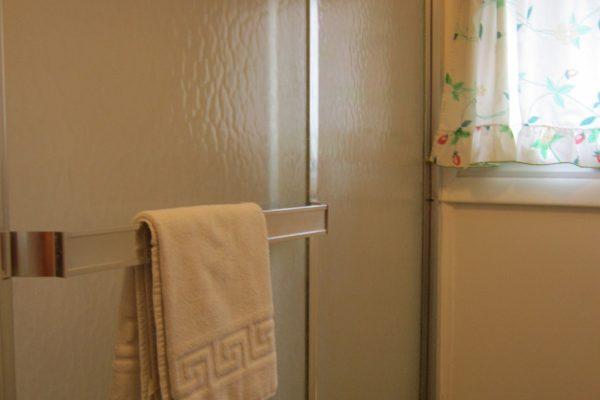 House 89 Bathroom 2